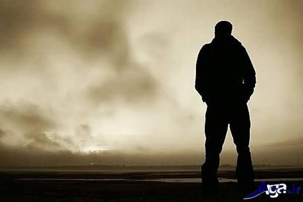 عکس مرد غمگین و تنها