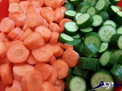 حرد کردن خیار و هویج به صورت حلقه ای