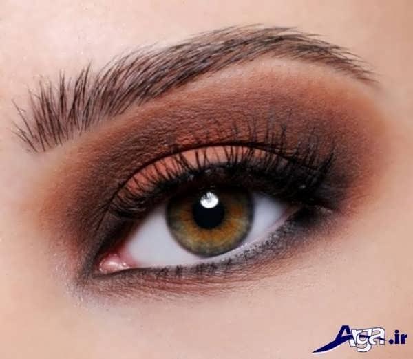 مدل آرایش ساده چشم با سایه های تیره