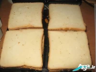 نان تست در ساندویچ ساز