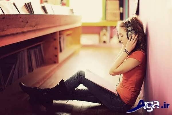 عکس دختر تنها و هندزفری