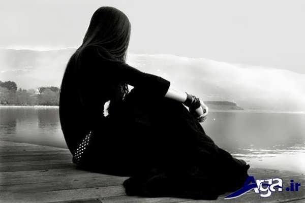 عکس دختر تنها کنار دریا