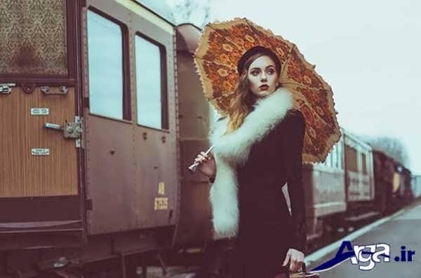 عکس دختر تنها در کنار قطار