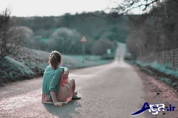 عکس دختر تنها در جاده