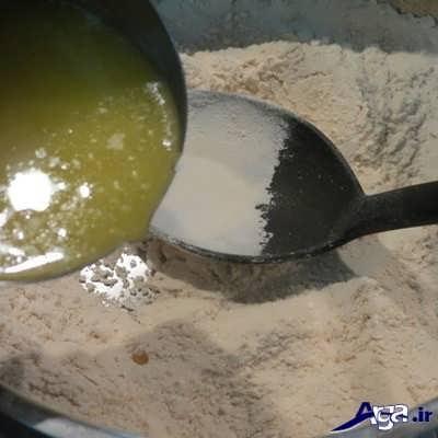 اضافه کردن روغن به آرد