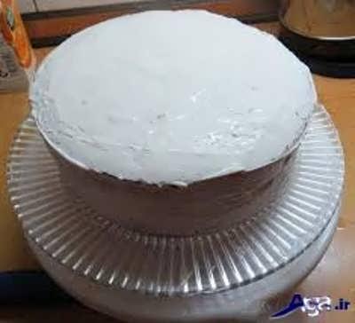 کیک خامه ای آماده شده برای تزیین
