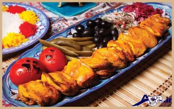 تزیین های جذاب جوجه کباب با انواع ترشی جات و خیار شور
