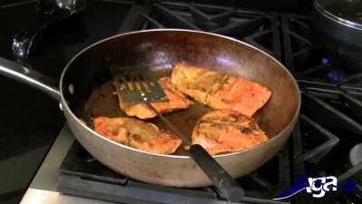 سرخ کردن ماهی در تابه