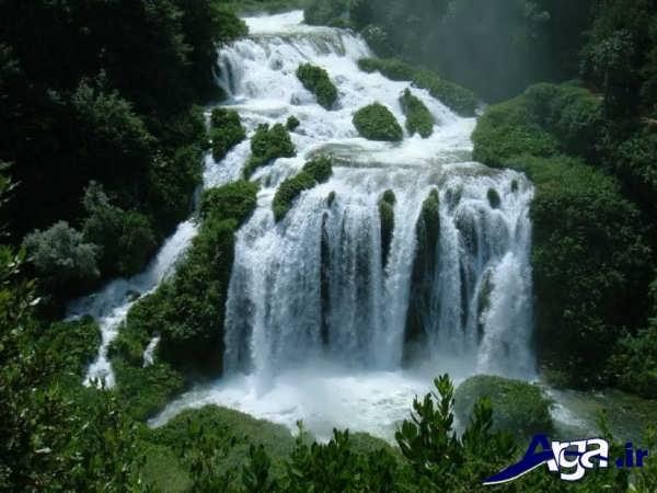 عکس آبشار در طبیعت سر سبز