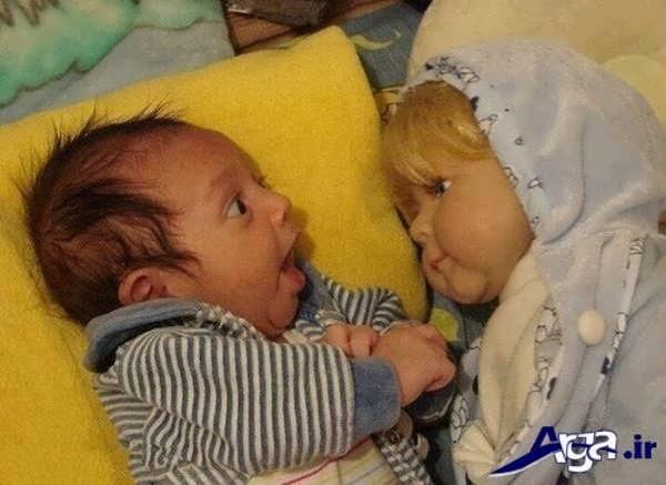 عکس جالب خنده دار کودک و عروسک