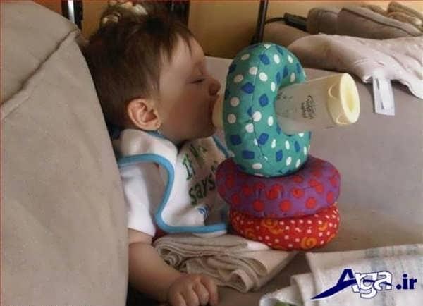عکس جالب خنده دار از شیرخوردن کودک