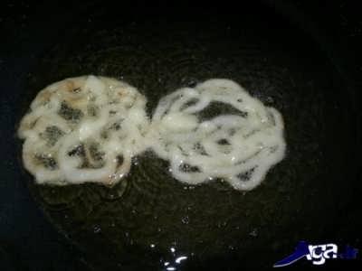 سرخ کردن زولبیا در روغن مایع