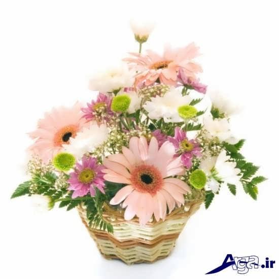 گل های مختلف در یک سبد