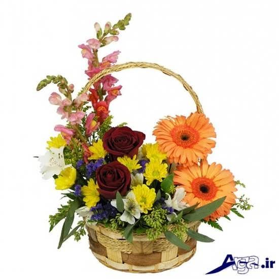رنگ های مختلف گل در یک سبد