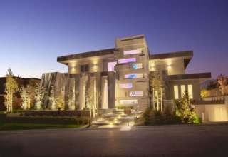 نورپردازی نمای ساختمان مسکونی