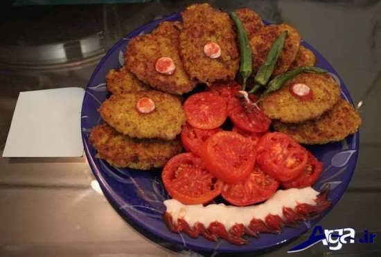 تزیین کتلت گوشت با فلفل و گوجه
