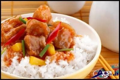 سرو غذای تایلندی تند به همراه برنج