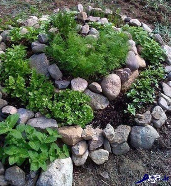تزیین باغچه حیاط با سنگ و گل