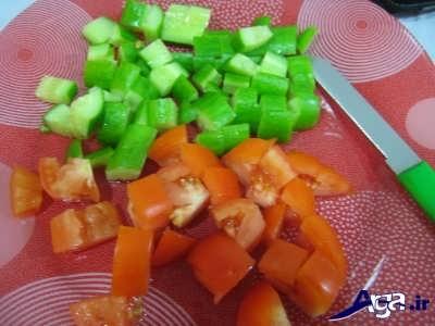 خرد کردن گوجه و فلفل دلمه ای