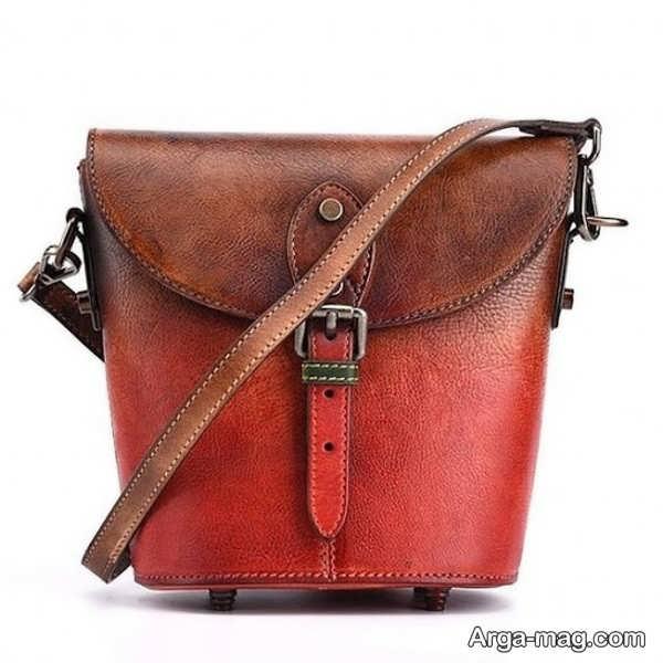 مدلی از کیف چرم