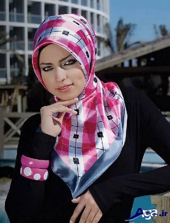 روش بستن روسری چهارگوش صورتی