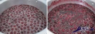 ریختن آب در درون مخلوط شکر و آلبالو