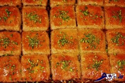 تزیین کیک باقلوا با پودر پسته