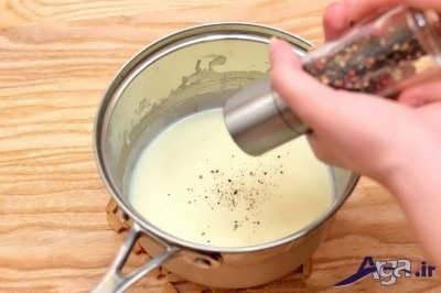 اضافه کردن ادویه به سس بشامل