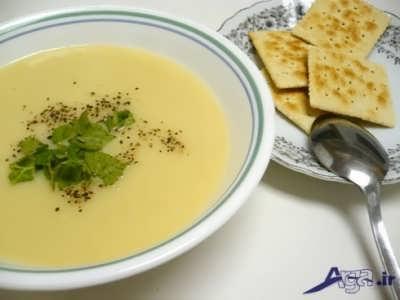 تزیین سوپ مقوی تره فرنگی با شیر و خامه