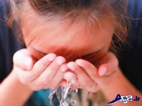 شستن صورت با کمک شوینده های بهداشتی