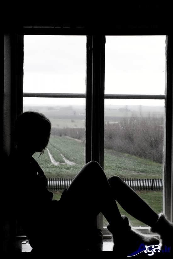 عکس های عاشقانه تنهایی دختر کنار پنجره