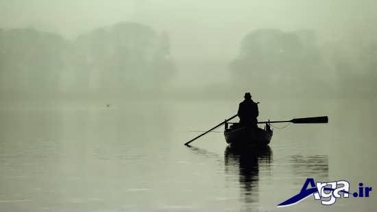 عکس های زیبای تنهایی مرد در قایق
