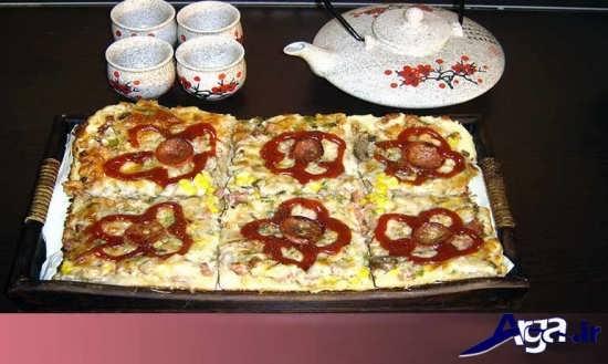 پیتزا تزیین شده با سس