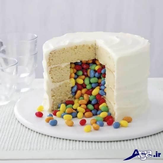 تزیین کیک با کمک خامه و شکلات های رنگی