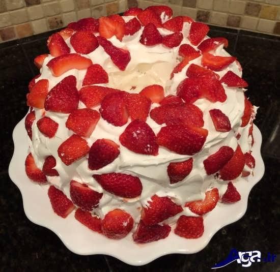 تزیین ساده کیک با برش های میوه
