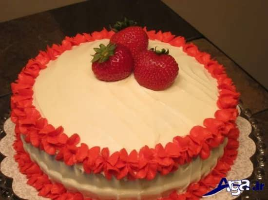 تزیین کیک تولد خانگی با کمک میوه و خامه