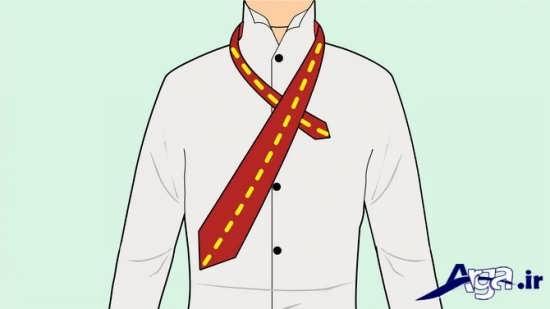 انداختن کراوات بر روی دور گردن