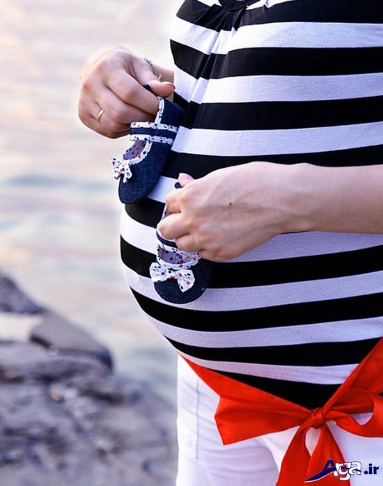 عکس بارداری با کفش نوزاد