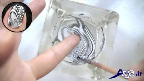 فرو کردن ناخن ها در درون طرح لاک