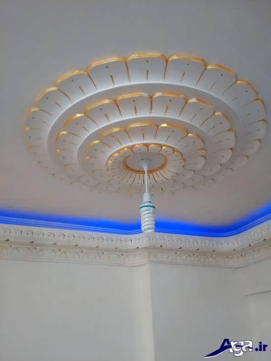 گچبری سقف پذیرایی با نورپردازی مدرن