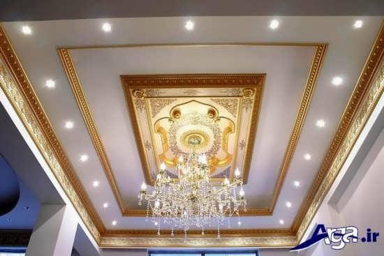 گچبری زیبا و متفاوت سقف پذیرایی با نورپردازی ایده آل