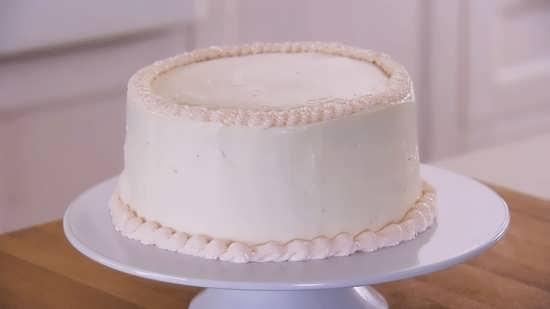 تزیین ساده کیک با کمک خامه