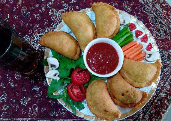 طرز تهیه پیراشکی پیتزایی در منزل با بهترین روش