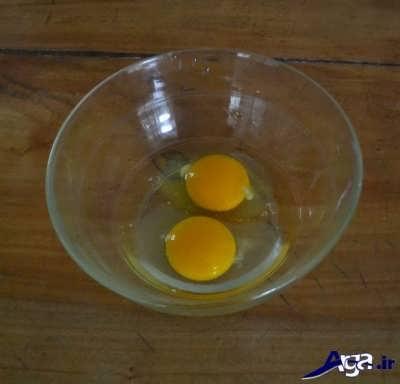 هم زدن تخم مرغ و روغن