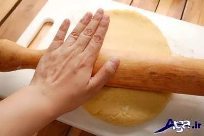 باز کردن خمیر بیسکویت کره ای با وردنه نانوایی