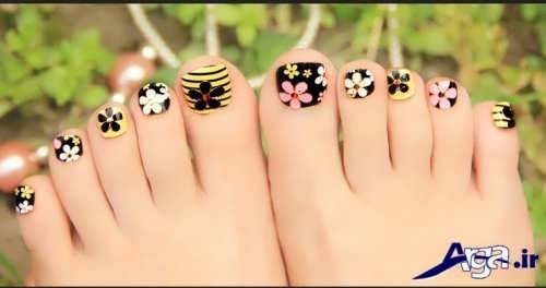طراحی بر روی ناخن پا