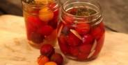 طرز تهیه ترشی گوجه فرنگی با روشی آسان