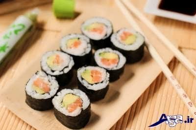 سوشی با ماهی سالمون