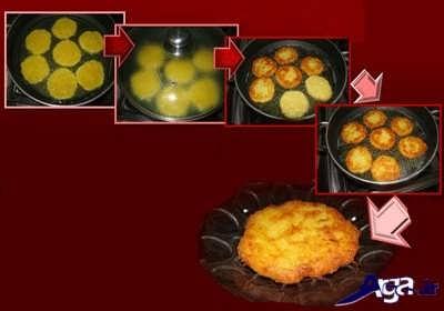 سرخ کردن کوکو سیب زمینی در درون تابه