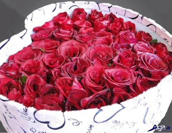 گل رز قرمز در جعبه های قلبی
